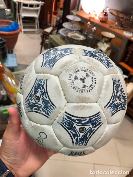 Coleccionismo deportivo: ANTIGUO BALON DE FUTBOL SALA ADIDAS - Foto 5 - 272202618