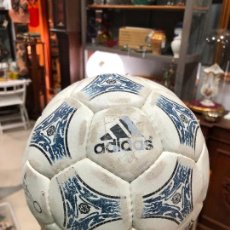 Coleccionismo deportivo: ANTIGUO BALON DE FUTBOL SALA ADIDAS. Lote 272202618