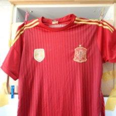 Coleccionismo deportivo: ¡¡ CAMISETA, SELECCION ESPAÑOLA, CON LOS ESCUDOS. FIFA 2010, Y CAMPEONES DEL MUNDO. !!. Lote 276258293