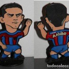 Coleccionismo deportivo: FIGURA METÁLICA DEL FUTBOL CLUB BARCELONA DE LA TEMPORADA 1998/99 - AMOR. Lote 277160353