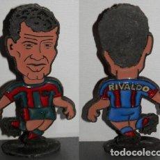 Coleccionismo deportivo: FIGURA METÁLICA DEL FUTBOL CLUB BARCELONA DE LA TEMPORADA 1998/99 - RIVALDO. Lote 277160853