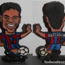 Coleccionismo deportivo: FIGURA METÁLICA DEL FUTBOL CLUB BARCELONA DE LA TEMPORADA 1998/99 - REIZIGER. Lote 277161033