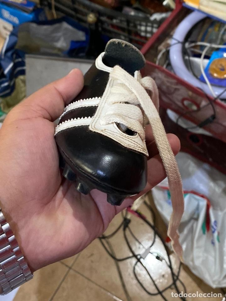 Coleccionismo deportivo: ntiguos zapatos de futbol niños cortty número 24 . Excelente estado - Foto 7 - 277420358