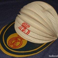 Coleccionismo deportivo: (M) R MADRID - GORRA DE CARTÓN Y PAPEL AÑOS 40 /50 EN BUEN ESTADO. Lote 279515083