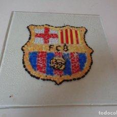 Coleccionismo deportivo: CRISTAL CON ESCUDO BARCELONA CONFECCIONADO A MANO. Lote 282950643