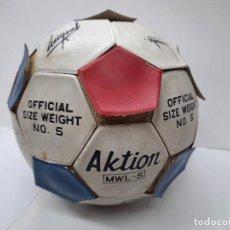 Coleccionismo deportivo: ANTIGUO BALON FUTBOL ENTRENAMIENTO F.C. BARCELONA AÑOS 80 PELOTA FIRMADA , MARADONA ,ETC. Lote 283870443