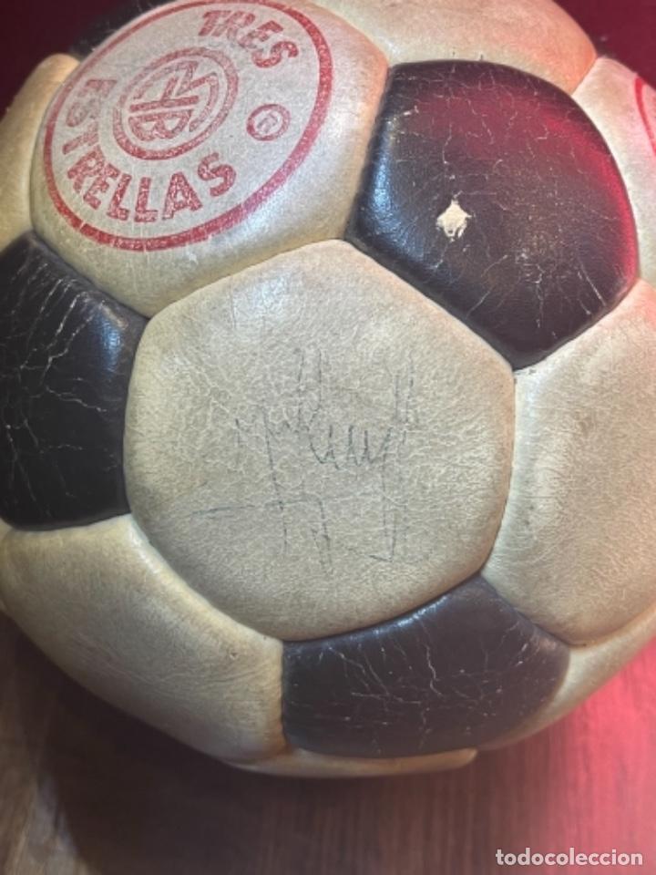 Coleccionismo deportivo: BALÓN FUTBOL AÑOS 70 REXACH MARTÍ OFICIAL 3 CON FIRMA DE CRUYFF Y OTROS JUGADORES F.C.BARCELONA (GM) - Foto 2 - 287704653