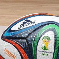 Coleccionismo deportivo: MATCH BALL BALON OFICIAL BRASIL 2014 BRAZUCA FIRMADO POR XAVI HERNÁNDEZ. Lote 288484288