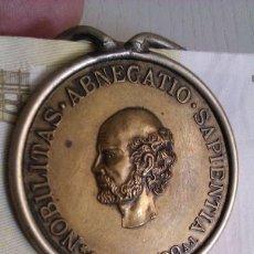Material numismático: INTERESANTE CLIP SUJETA BILLETES CON LA MEDALLA CONMEMORATIVA DE ROCHE ASTRONOMÓ FRANCES 1896. Lote 49971328
