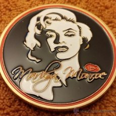 Material numismático: MARILYN MONROE GOLD COIN WHITE BLACK & RED KISS SIGNED OSCAR FILM STAR SEXY LADY. Lote 78263947