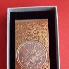 Material numismático: CLIP SUJETA BILLETES CLIP DINERO DE ESTADOS UNIDOS BAÑO DE ORO Y UNA MONEDA MUY DIFICIL CONSEGUIR. Lote 85034488