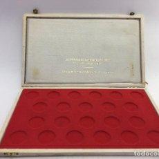 Material numismático: CAJA VACIA PARA GUARDAR 22 MONEDAS DE 32 MM. BASTANTE USADA. Lote 105970383