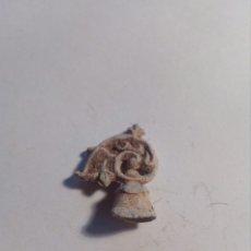 Material numismático: ADORNO CASCO MILITAR DE JUGUETE EN PLOMO. Lote 111965448