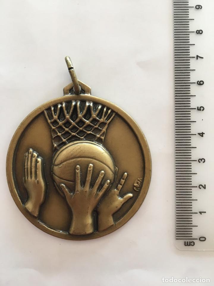 MEDALLA: CAMPEÓN / LIGA UNIVERSITARIA / BALONCESTO FEMENINO / 1991 - 92. (Numismática - Material Numismático)