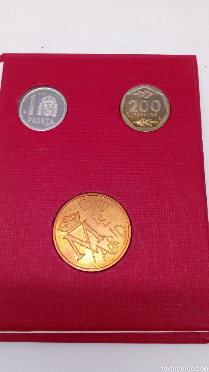 Numismatisches Material: Monedas de 200pts y 1pts en su estuche - Foto 2 - 156825489