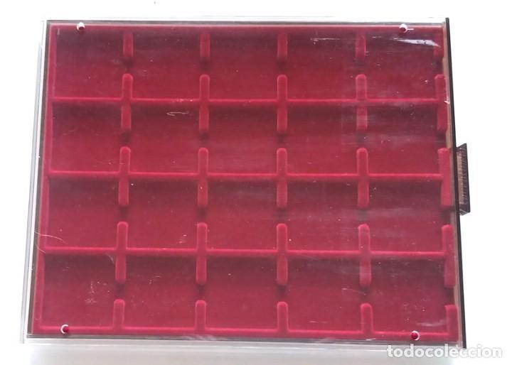 BANDEJA ARCHIVADOR MONEDAS , TIENE 20 COMPARTIMENTOS DE 49X49 M.M (Numismática - Material Numismático)