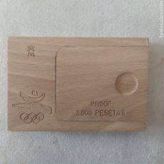 Material numismático: MONEDA PLATA 2000 PTS CON ESTUCHE MADERA Y CERTIFICADO. Lote 215246290