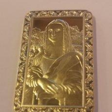 Material numismático: LINGOTE EN RELIEVE BAÑO DE ORO DE 24 KLT LA GIOCONDA DE LEONARDO DA VINCI MONA LISA. Lote 218180061