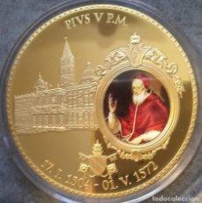 Material numismático: BONITA MONEDA XXL 70 MM CONMEMORATIVA AL NOMBRAMIENTO DEL PAPA PIO V EN CIUDAD DEL VATICANO. Lote 236436990