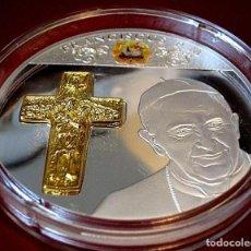Material numismático: BONITA MONEDA XXL 70 MM CONMEMORATIVA AL PAPA FRANCISCO DE LA CIUDAD DEL VATICANO. Lote 242405740
