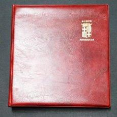 Materiale numismatico: ALBUM PARA MONEDAS 4 ANILAS SIMIL PIEL GRANATE ESCUDO FILO DE ORO BARCELONA 22X21CM. Lote 251472470