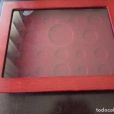 Material numismático: EXPOSITOR DE MONEDAS EN MADERA. Lote 277238168