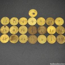Material numismático: LOTE FICHAS 1 P Y VARIAS FICHAS NUMERADAS. (VER FOTOS). Lote 296684113