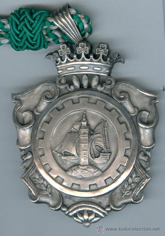 1ª FERIA NACIONAL MUESTRAS Y 1ª FERIA MUESTRAS IBEROAMERICANA, 1958-61. SEVILLA.CONDECORACIÓN PLATA (Numismática - Medallería - Condecoraciones)