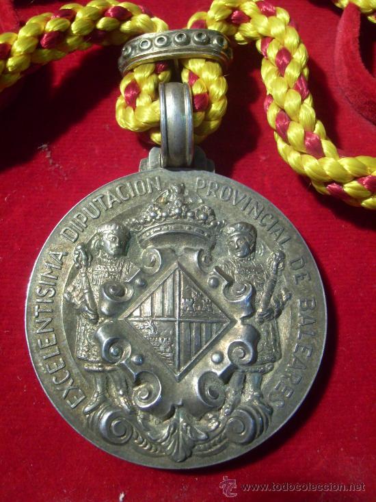 Medallas condecorativas: Mallorca. Excelentísima Diputación Provincial de Baleares. Medalla de Plata. En estuche.1964 - Foto 2 - 26485887