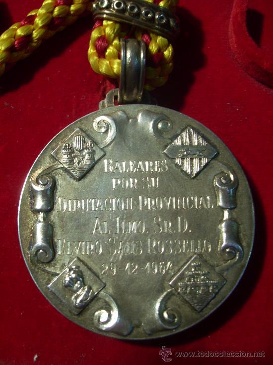 Medallas condecorativas: Mallorca. Excelentísima Diputación Provincial de Baleares. Medalla de Plata. En estuche.1964 - Foto 3 - 26485887