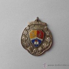 Medallas condecorativas: ANTIGUA MEDALLA ESCOLAR CON LA INSCRIPCIÓN: ASISTENCIA. LICEO SAN JOSÉ. LOS TEQUES.. Lote 36010604