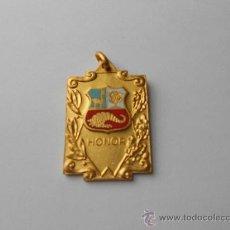 Medallas condecorativas: ANTIGUA MEDALLA ESCOLAR CON LA INSCRIPCIÓN: HONOR. CONSERVACIÓN INSUPERABLE.. Lote 36010721