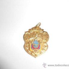 Medallas condecorativas: ANTIGUA MEDALLA ESCOLAR AL MÉRITO. Lote 36038796