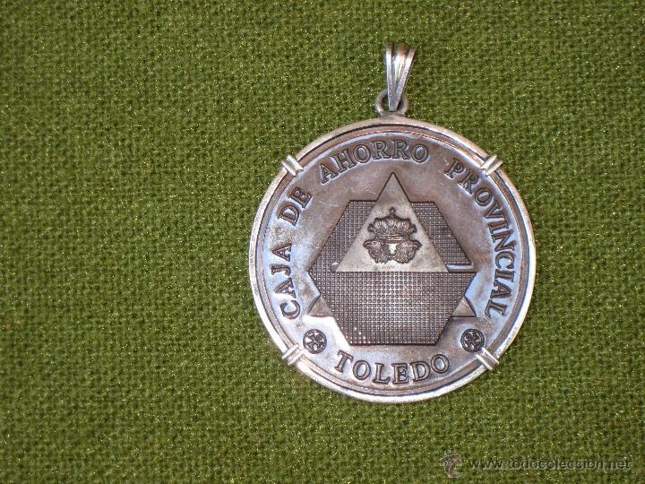 Medallas condecorativas: MEDALLA CORPORATIVA ANTIGUA DE LA CAJA DE AHORRO PROVINCIAL DE TOLEDO. 1960 - Foto 2 - 42995570