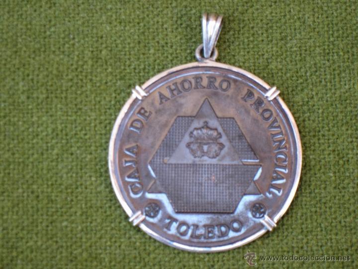 Medallas condecorativas: MEDALLA CORPORATIVA ANTIGUA DE LA CAJA DE AHORRO PROVINCIAL DE TOLEDO. 1960 - Foto 4 - 42995570