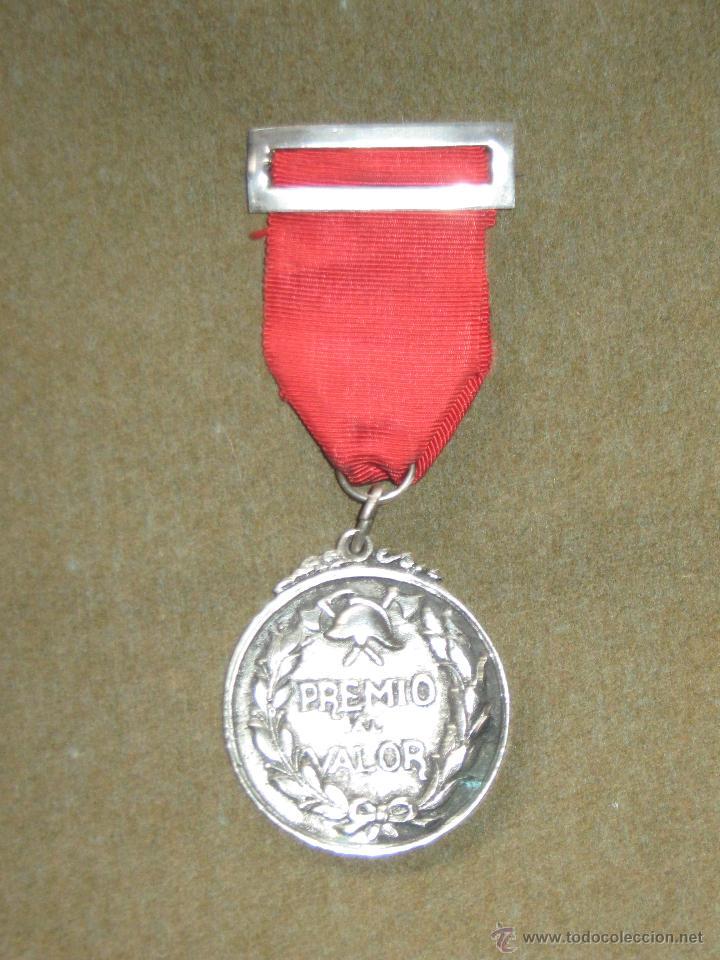 MEDALLA CATEGORIA DE PLATA CONDECORACION - BOMBEROS - SEVILLA - PREMIO AL VALOR - AÑOS 60/70 (Numismática - Medallería - Condecoraciones)