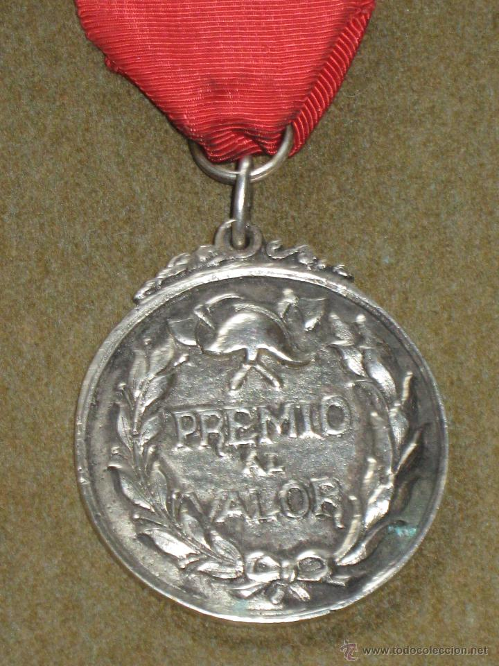Medallas condecorativas: MEDALLA CATEGORIA DE PLATA CONDECORACION - BOMBEROS - SEVILLA - PREMIO AL VALOR - AÑOS 60/70 - Foto 3 - 45549002