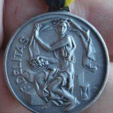 Medallas condecorativas: MEDALLA FIDELITAS 10 AÑOS MEDALLA CON SELLO B23 NO SE SI ES PLATA MUY BONITA PIEZA EN RELIEVE. Lote 47320593