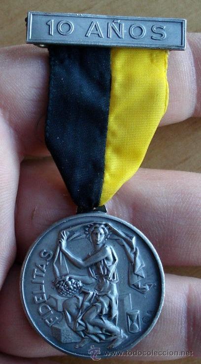 Medallas condecorativas: MEDALLA FIDELITAS 10 AÑOS MEDALLA CON SELLO B23 NO SE SI ES PLATA MUY BONITA PIEZA EN RELIEVE - Foto 2 - 47320593