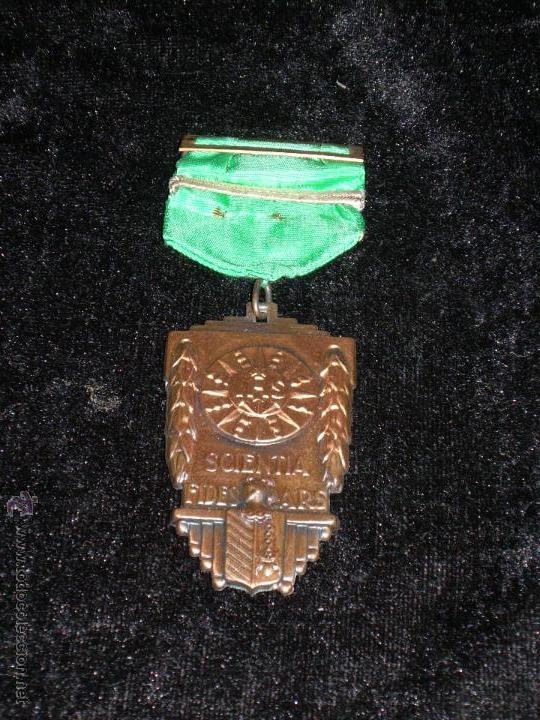 MEDALLA CON LEYENDA SCIENTIA FIDES ARS (Numismática - Medallería - Condecoraciones)