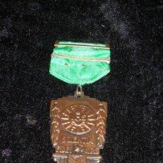 Medallas condecorativas: MEDALLA CON LEYENDA SCIENTIA FIDES ARS. Lote 47509398