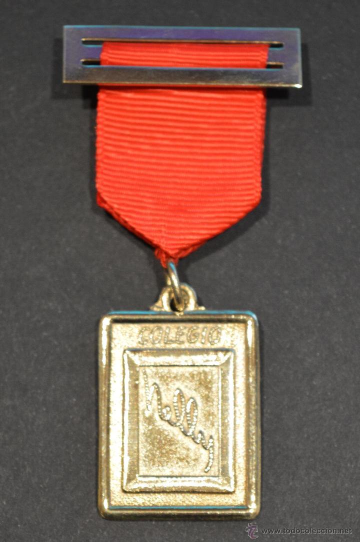 MEDALLA CINTA Y PASADOR COLEGIO NELLY BARCELONA (Numismática - Medallería - Condecoraciones)