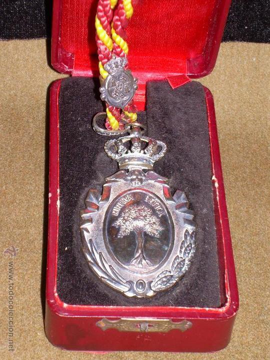 Medallas condecorativas: MEDALLA DE LA REAL ACADEMIA DE BUENAS LETRAS DE SEVILLA - ESTUCHE ORIGINAL - PLATA - Foto 2 - 49183539