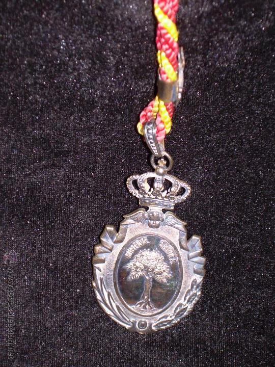 Medallas condecorativas: MEDALLA DE LA REAL ACADEMIA DE BUENAS LETRAS DE SEVILLA - ESTUCHE ORIGINAL - PLATA - Foto 4 - 49183539