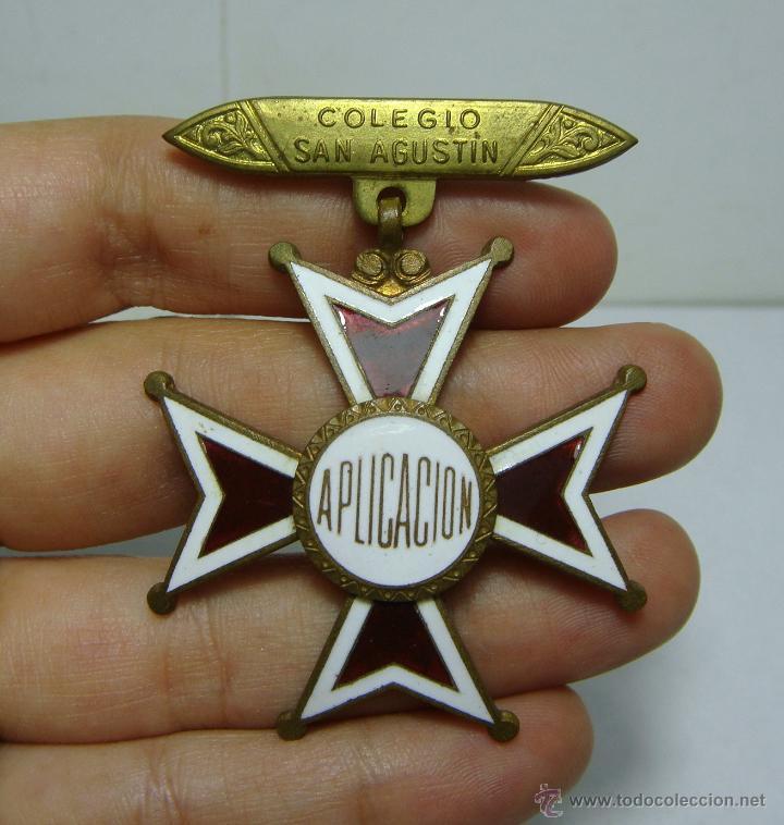 ANTIGUA MEDALLA. PREMIO A LA APLICACIÓN. COLEGIO SAN AGUSTÍN - CADIZ. CON ESMALTES. (Numismática - Medallería - Condecoraciones)