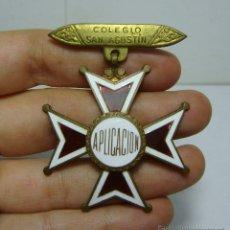 Medallas condecorativas: ANTIGUA MEDALLA. PREMIO A LA APLICACIÓN. COLEGIO SAN AGUSTÍN - CADIZ. CON ESMALTES.. Lote 112969031