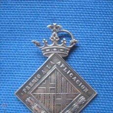 Medallas condecorativas: MEDALLA PREMIO A LA APLICACION CON ESCUDO DE BARCELONA - REALIZADA EN PLATA . Lote 50779276