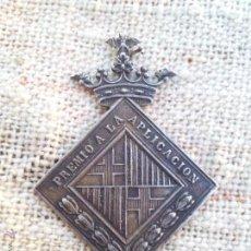 Medallas condecorativas: ANTIGUA MEDALLA PREMIO A LA APLICACION CON ESCUDO DE BARCELONA - REALIZADA EN PLATA. Lote 51344939