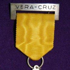 Medallas condecorativas: ANTIGUA MEDALLA- PREMIO. VERA-CRUZ. AÑO 1967. PASADOR Y CINTA ORIGINAL. MUY BUEN ESTADO. (COLEGIO). Lote 52909799