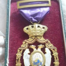 Medallas condecorativas: MEDALLA DE ORO DE LA FERIA DE NAVIDAD DEL RETIRO DE MADRID DE 1927 ( ES PLATA DORADA). Lote 53212196